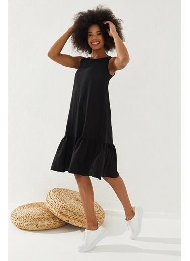 Reyon  Kadın Eteği Fırfırlı Sıfır Kol Elbise Beyaz Siyah